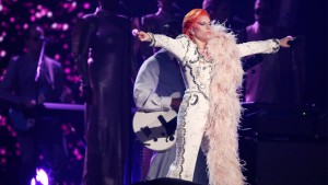 Gaga during the tribute in mockup Bowie attire