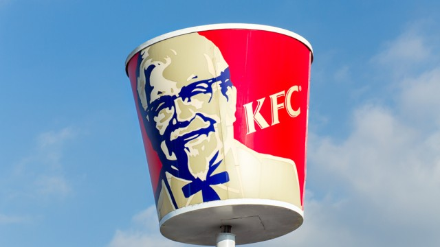 A Woman Sues KFC Because Their Buckets Aren't Overflowing With Chicken Like in the Ads