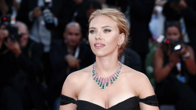 Scarlett Johansson Opens Up About Dating, Her Celebrity Crushes