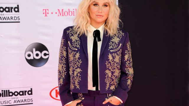 "Grammy Awards: Kesha Delivers Powerful Performance of ""Praying"""