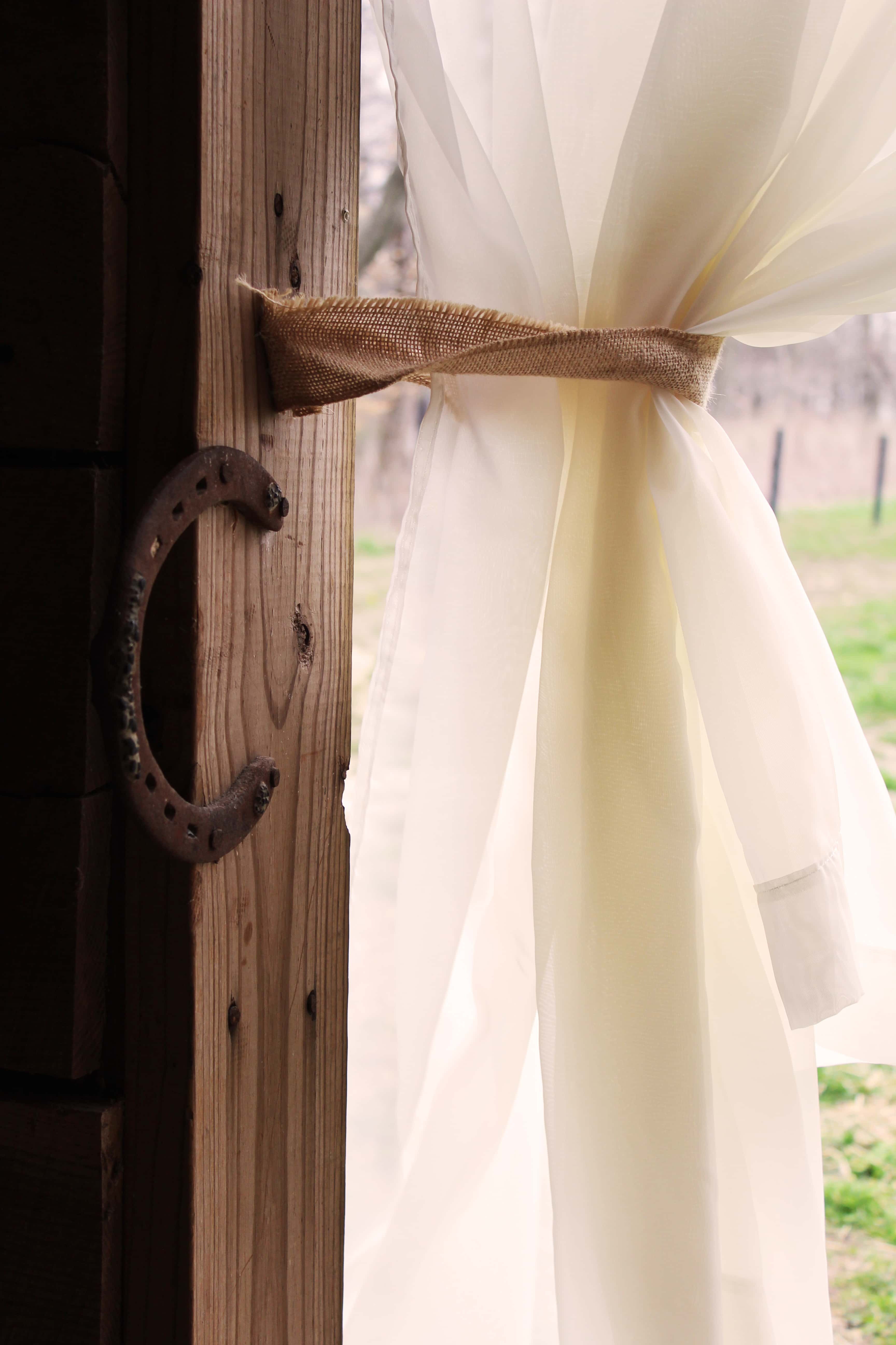 curtain and horseshoe
