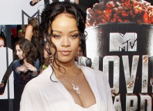 RihannaPostponesANTITour..jpg