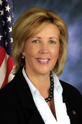 Senator-Rezin-5X7-with-flag.jpg