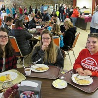 events-maplesyrupfestivalfreeberg-pancake-breakfast-crowd