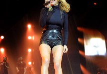 03/10/2016 - Ellie Goulding - Ellie Goulding & John Newman in Concert at Liverpool Echo Arena - March 10, 2016 - Liverpool Echo Arena - Liverpool, UK - Keywords: Vertical, Photography, Arts Culture and Entertainment, Musician, Music, Singer, Singing, Person, People, Performance, Performer, Stage, Topix, Bestof, United Kingdom, Britain, JOB REF: 19083 PHZ, RESTRICTIONS: **SYNDICATION RIGHTS UK, AUSTRALIA, DENMARK, PORTUGAL, S. AFRICA, SPAIN & DUBAI (U.A.E) & ASIA (EXCLUDING JAPAN) ONLY** Orientation: Portrait Face Count: 1 - False - Photo Credit: Solarpix / PR Photos - Contact (1-866-551-7827) - Portrait Face Count: 1