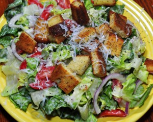 Tossed_salad_with_toppings