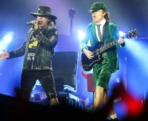 axl-rose-acdc-2016-performance-billboard-1548