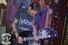Brenton gettin' dowwwwwn on guitar.