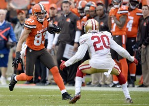 Cleveland Browns wide receiver Brian Hartline (83) runs after a 49-yard pass as San Francisco 49ers cornerback Kenneth Acker (20) looks to tackle him during the second half of an NFL football game, Sunday, Dec. 13, 2015, in Cleveland. (AP Photo/David Richard)