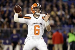 Cleveland Browns quarterback Cody Kessler throws to a receiver in the first half an NFL football game against the Baltimore Ravens, Thursday, Nov. 10, 2016, in Baltimore. (AP Photo/Patrick Semansky)