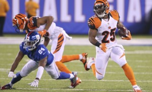 Cincinnati Bengals running back Giovani Bernard (25) brings the ball up field against the New York Giants during the fourth quarter of an NFL football game, Monday, Nov. 14, 2016, in East Rutherford, N.J. (AP Photo/Seth Wenig)