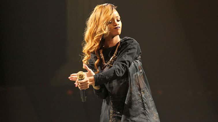 RihannaMayReleaseANTIAlbumChristmasDay..jpg