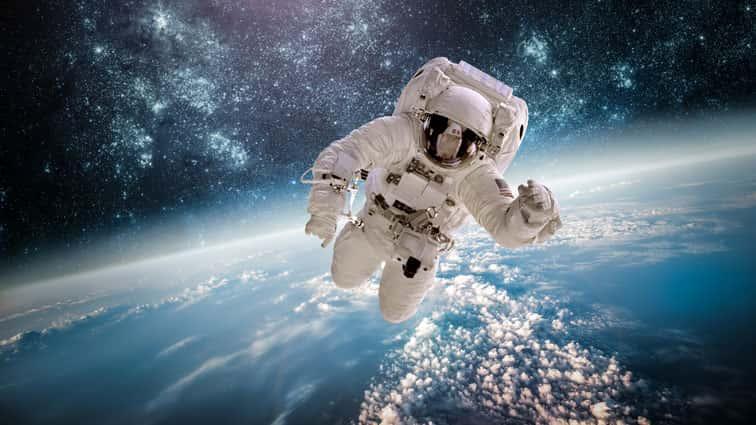 AstronautScottKellyReturnsHomeAfteraYearinSpace..jpg