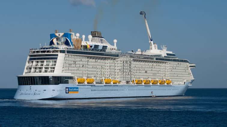 CruiseShipCaughtinMajorStorm..jpg