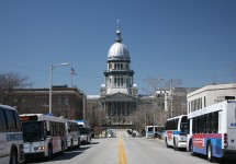 Illinois_State_Capitol_and_busses.jpg