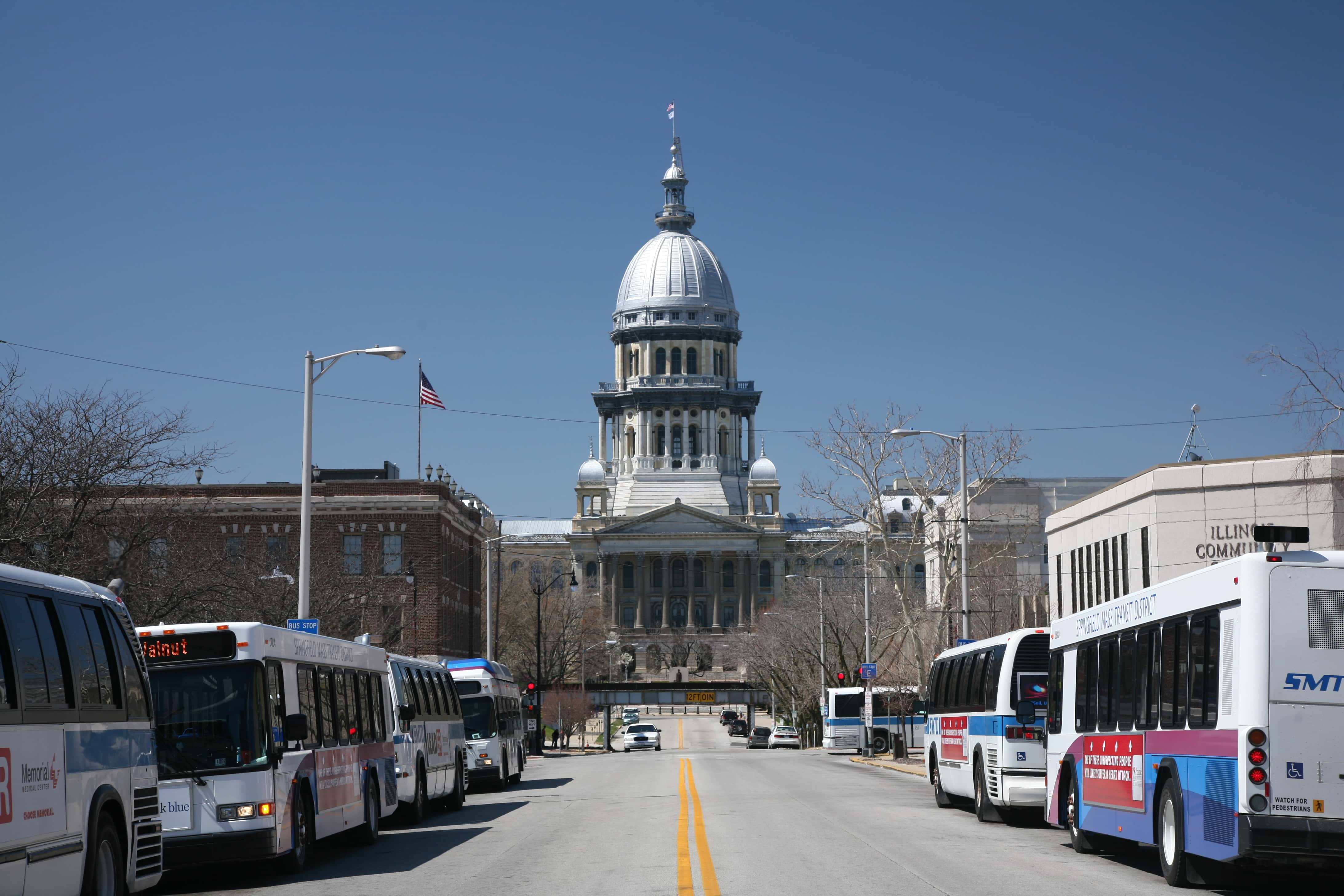 wpid-Illinois_State_Capitol_and_busses.jpg