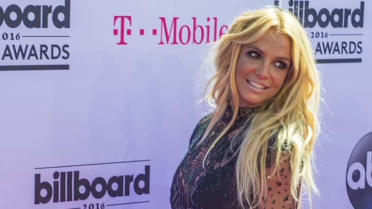 BritneySpearsGushesOverCelebrityCrushBradPitt..jpg