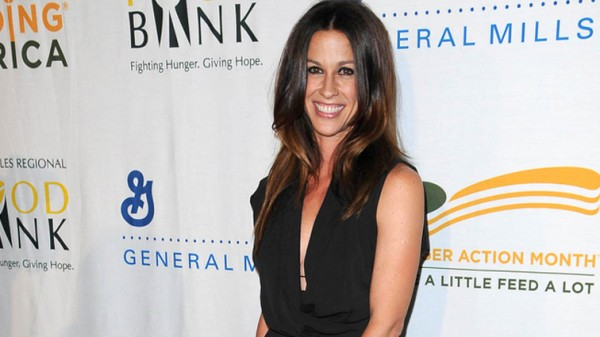 Alanis Morissette's business manager admits stealing $4.8 million from artist