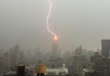 Empire-State-Building-lightning-strike-caught-on-video