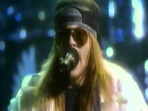 welcome-to-the-jungle-1988-MTV-music-awards