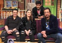 Shakti-Kapoor-surprises-Govinda-on-sets-of-Kapil's-comedy-show