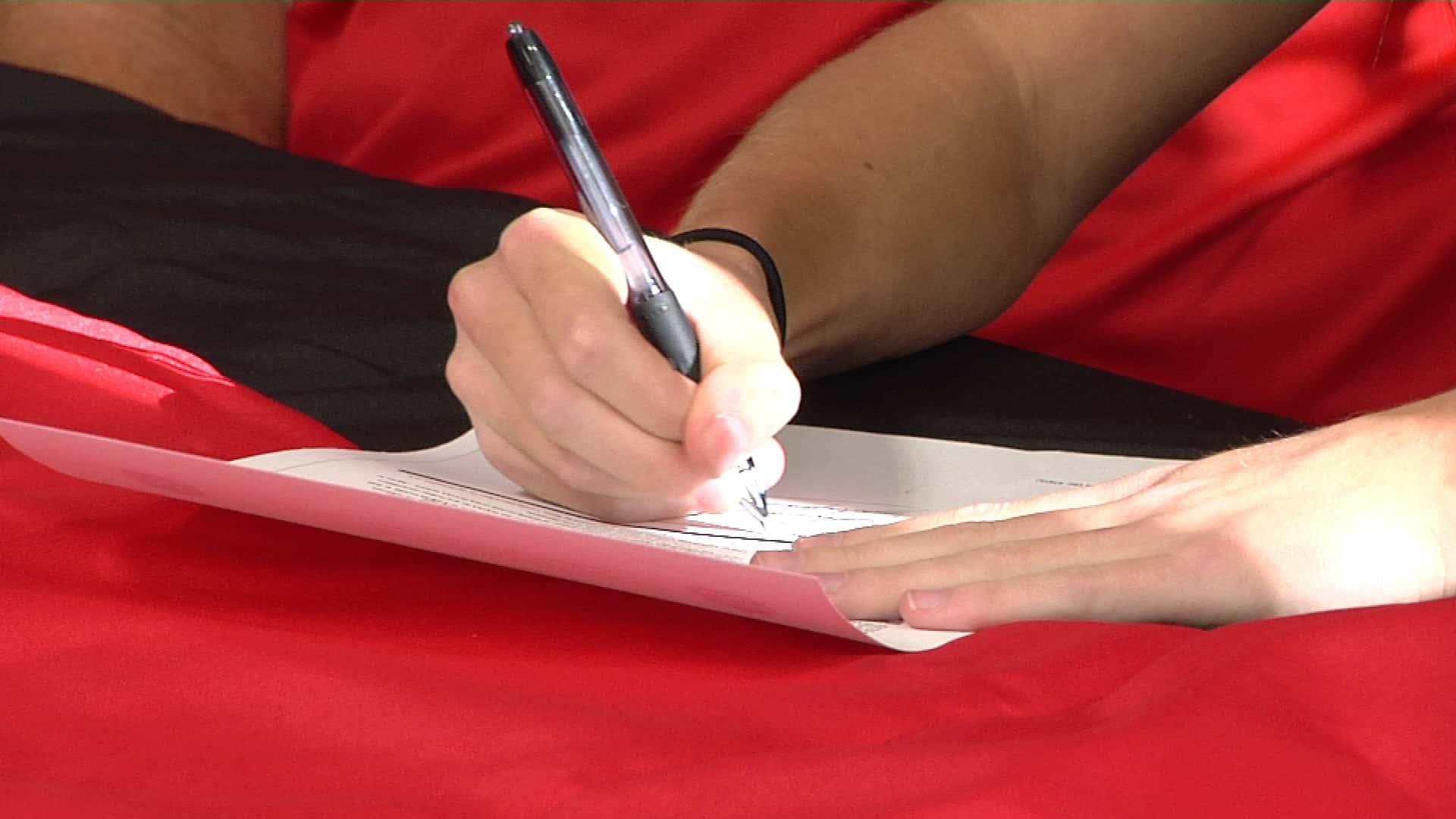 Aurora Signing 7