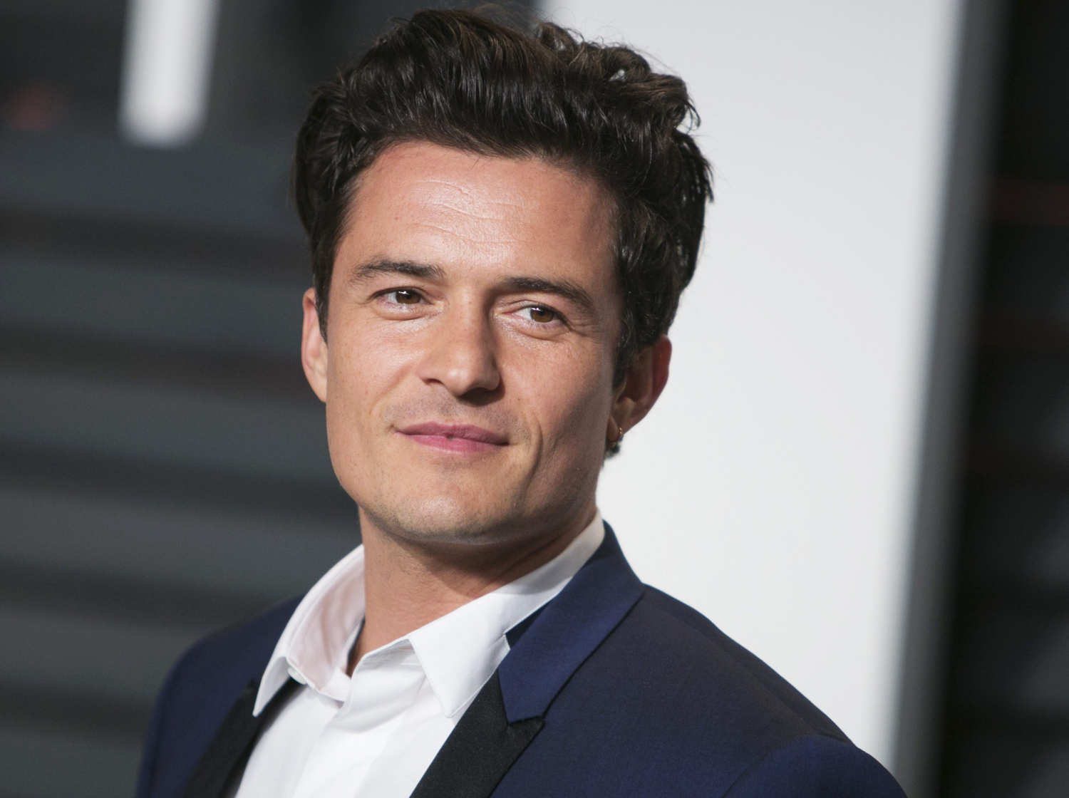 Orlando Bloom strips n... Orlando Bloom