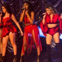 Fifth_Harmony_in_2015,_live_on_tour