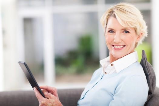 female blog reader