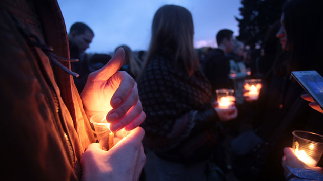 Thousands gather to mourn St. Petersburg victims