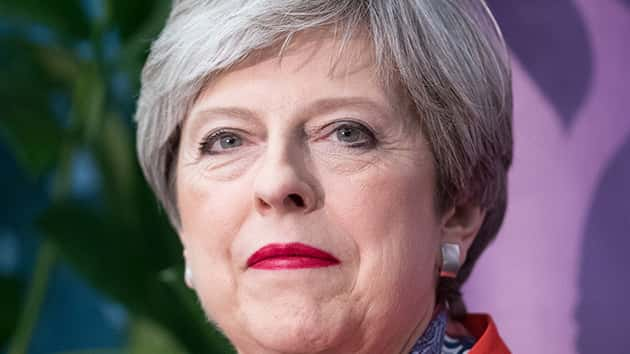 Theresa May heads to Buckingham Palace to seek minority government