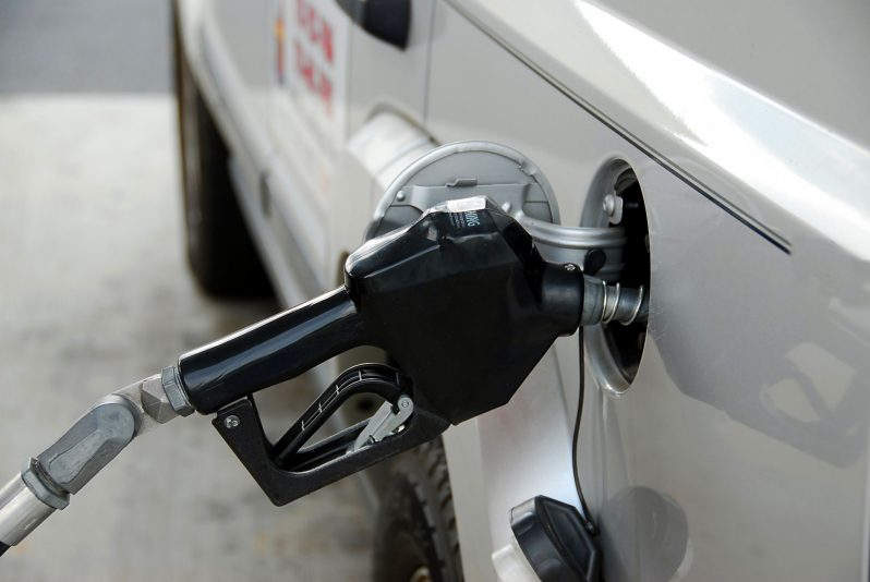 Commuter Dude: Gas prices holding steady despite forecasts to the contrary
