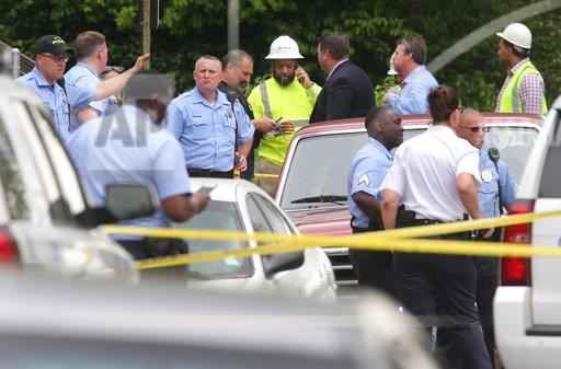 Louis gunman kills 2 utility workers, then himself