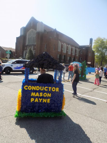 Small fry shine in their fish fry parade wenk wtpr kfkq paris tennthere were colorful floats and costumesand even cute petsfor the worlds biggest fish fry small fry parade saturday morning with 14 entries publicscrutiny Choice Image