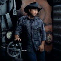 Garth Brooks - Photo Credit Mark Tucker