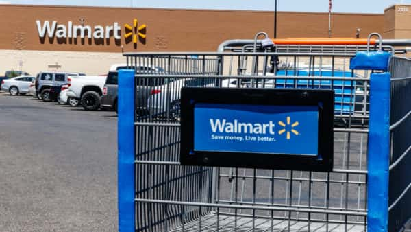 Walmart To Have Pop Up Drive In Theaters At 160 Store Parking Lots Star 102 1