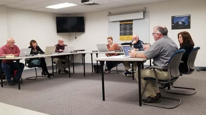 Knoxville School Board to Consider 2020 2021 Calendar   KNIA KRLS