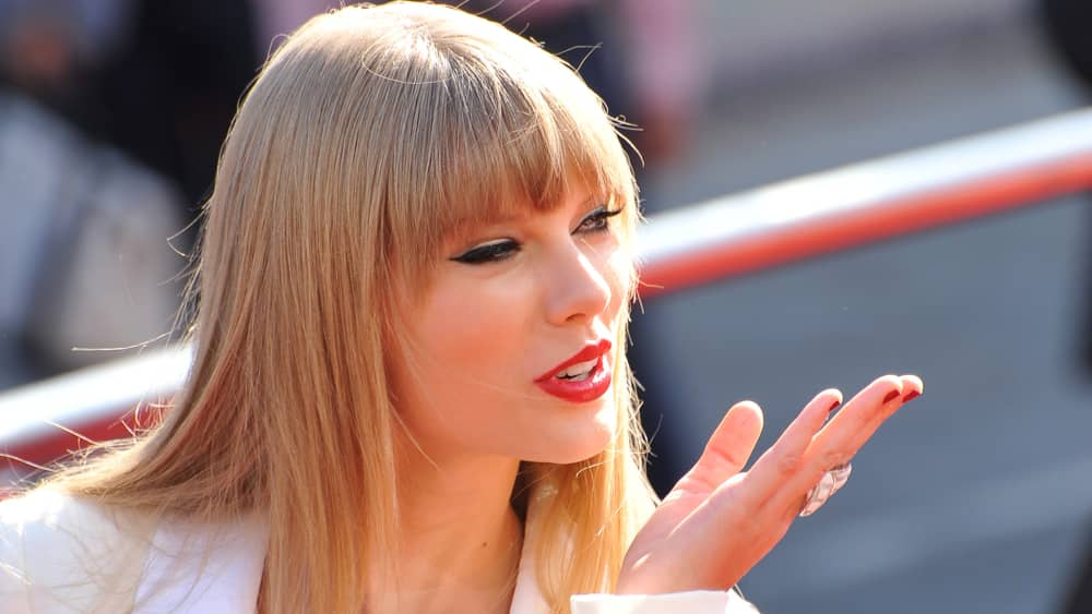 """Taylor Swift's """"Evermore"""" returns to the No. 1 spot on Billboard 200 albums chart"""