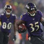 Pittsburgh Steelers v Baltimore Ravens: BALTIMORE, MARYLAND - DECEMBER 29: Running back Gus Edwards #35 of the Baltimore Ravens rushes against the Pittsburgh Steelers during the first quarter at M&T Bank Stadium on December 29, 2019 in Baltimore, Maryland. (Photo by Rob Carr/Getty Images)