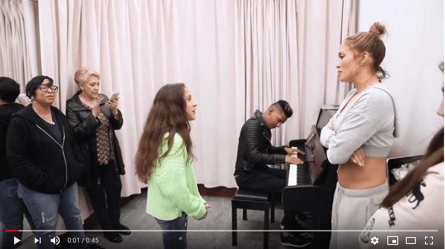 jennifer lopez with daughter singing