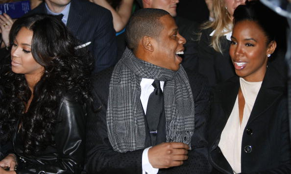 Jay-Z, recording artist and Co-Owner of the New Jersey Nets, sits with singers Beyonce (L) and Kelly Rowland before Versace shows during the Men Automn/Winter 2008 collections of the Milan ready-to-wear fashion, 12 January 2008. AFP PHOTO / GIUSEPPE CACACE