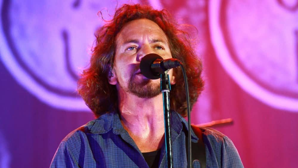 "Eddie Vedder to headline ""Hot Stove Cool Music"" music festival"