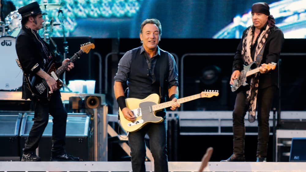 The Killers and Bruce Springsteen collaborate on new song 'Dustland'