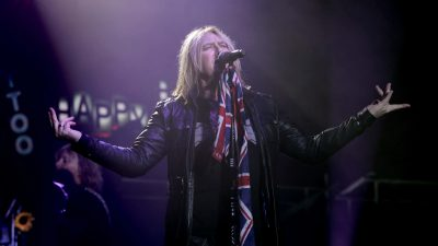 Def Leppard Frontman on Stage