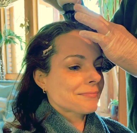Brad Paisley dyes Kimberly Paisley's hair