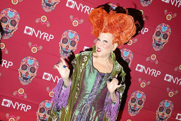 Bette Midler dressed as Winifred Sanderson from Hocus Pocus