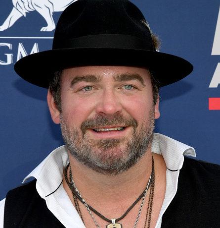 Lee Brice wearing black hat