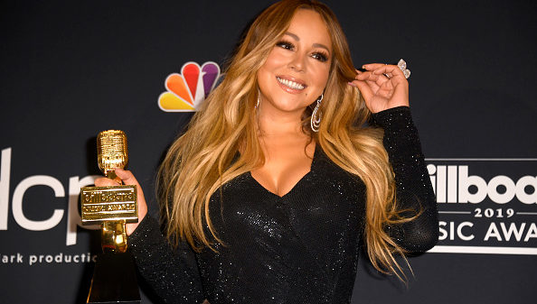 Mariah Carey poses with the Icon Award in the press room during the 2019 Billboard Music Awards at MGM Grand Garden Arena on May 01, 2019 in Las Vegas, Nevada.