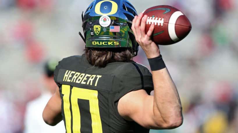 Oregon QB-Justin Herbert gets ready to throw in warmpus.