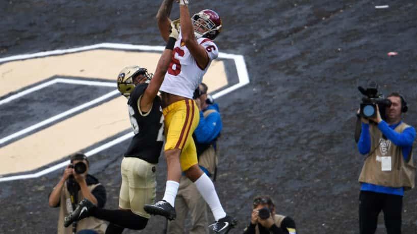 USC wideout Michael Pittman goes up to